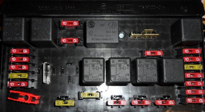 Блок предохранителей схема и расположение на ВАЗ-2114, 2115 и 2113